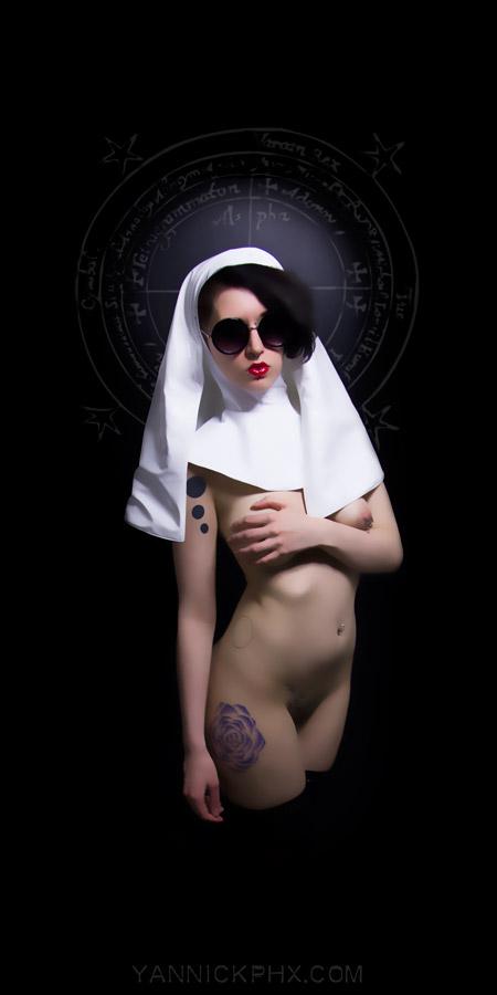 Lawbenstriel nonne religieuse vynil nue yannick phx photographie